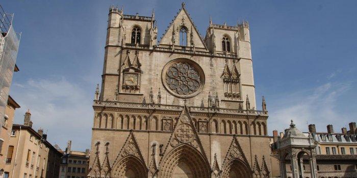 Frente da Catedral Saint-Jean