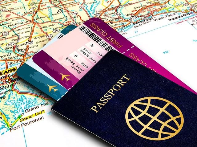 Passaporte e passagem para França