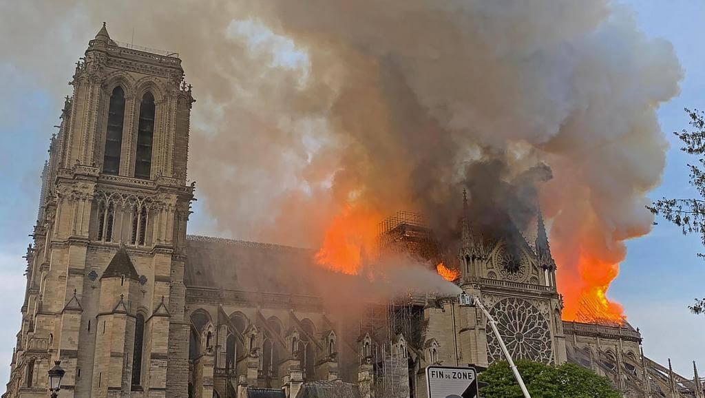 Incêndio na Cadetral Notre Dame em Paris