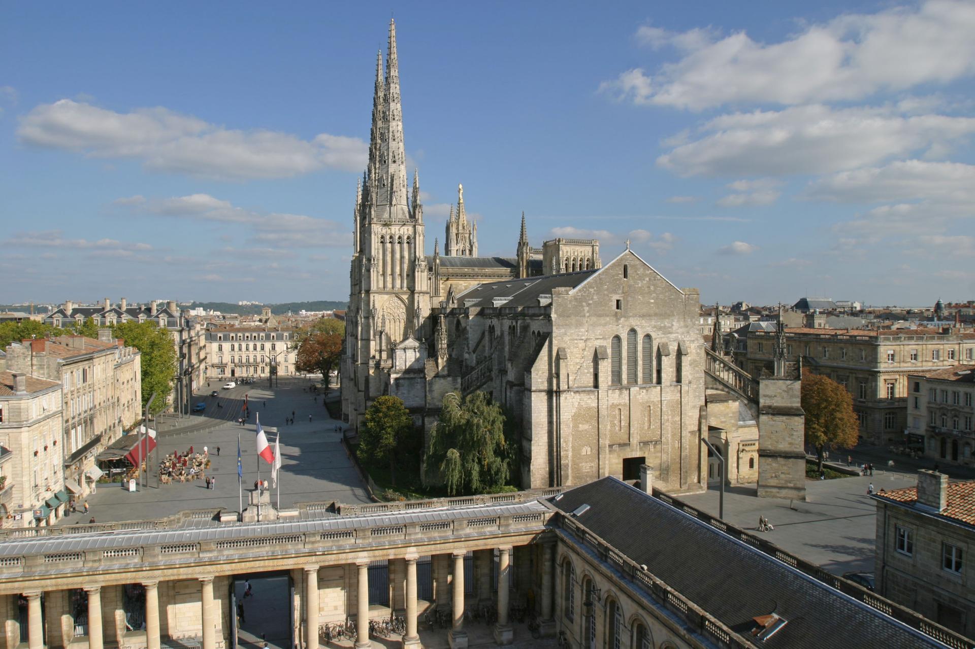Vista aérea da Catedral de Bordéus