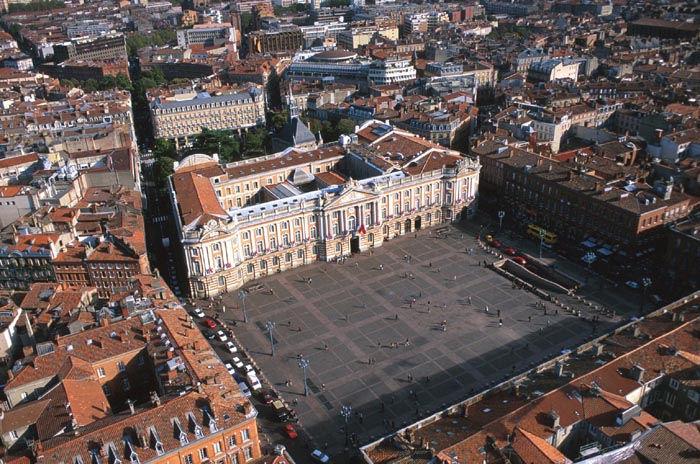Vista aérea da Praça do Capitólio de Toulouse