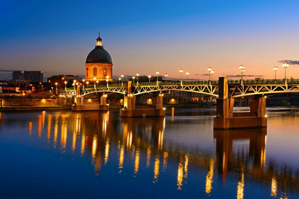 Vista noturna de Toulouse