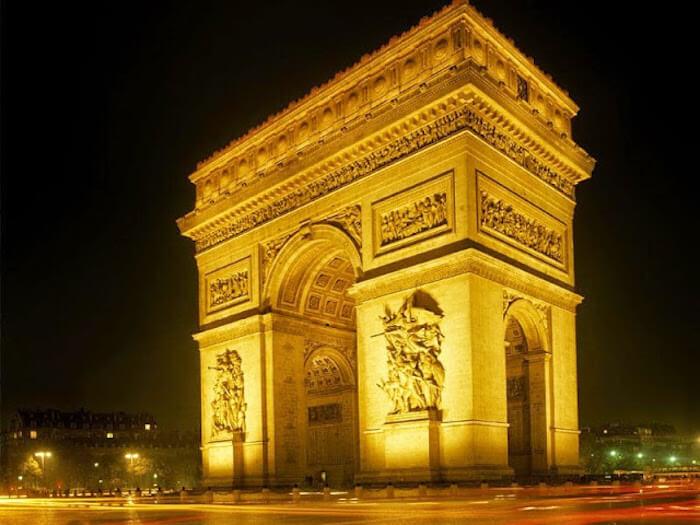 Arco do Triunfo à noite em Paris