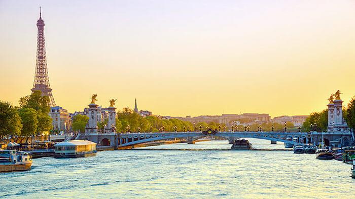 Passeio pelo Rio Sena em Paris