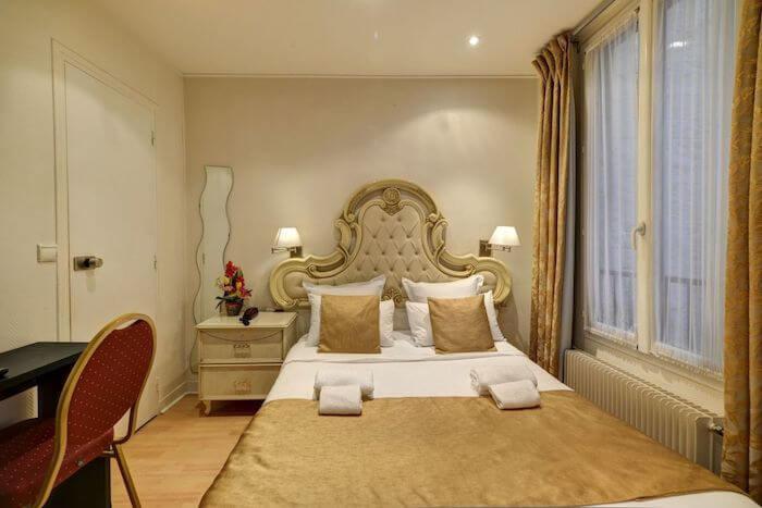 Hotel Pavillon de Montmartre em Paris - quarto