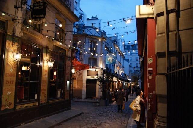 Vida noturna em Paris