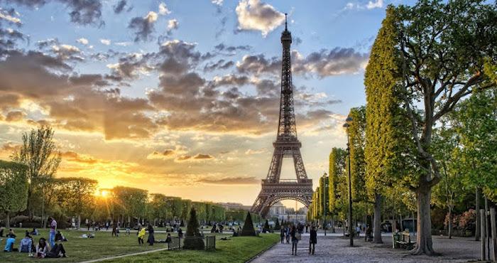 Dicas para economizar em Paris - entardecer na Torre Eiffel