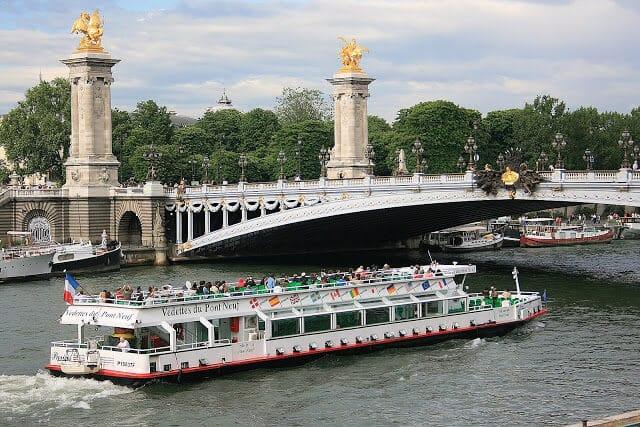 Passeio de barco pelo Rio Sena e Ponte Alexandre III