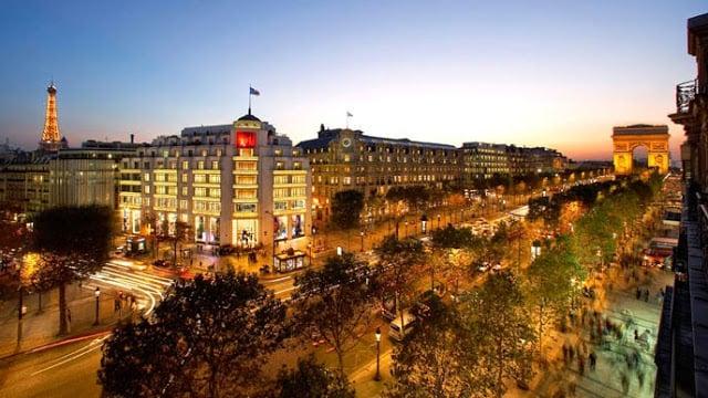 Champs-Elysées e Arco do Triunfo em Paris