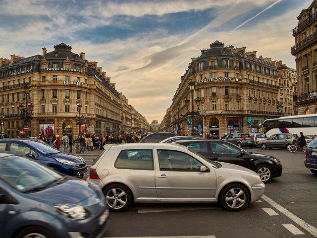 Carro em Paris