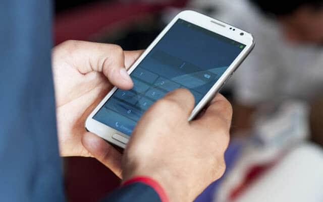 Telefone celular em Paris