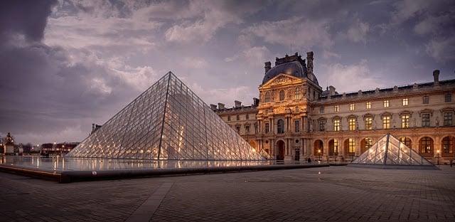 Museu do Louvre na França