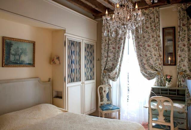 Hotel Caron de Beaumarchais em Paris