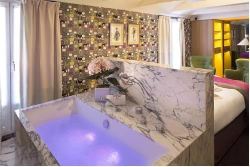 Vista do Hotel Artus em Paris