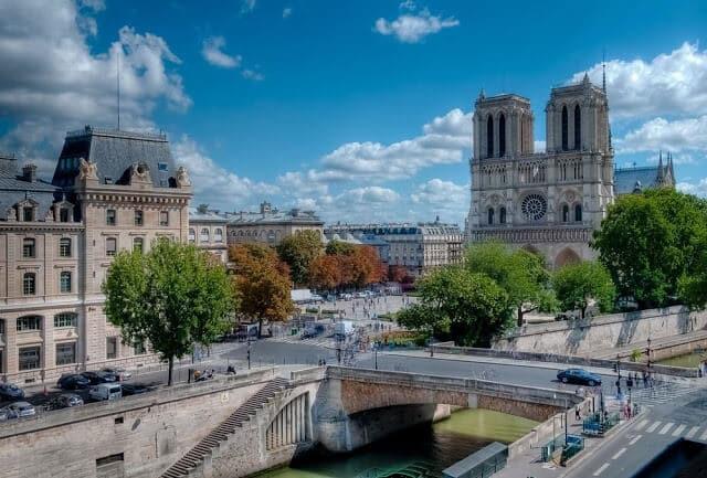 Vista do Hotel Les Rives de Notre Dame em Paris