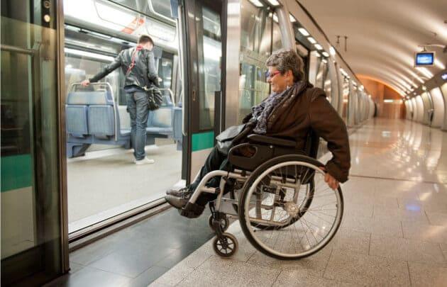 Deficiente físico em Paris