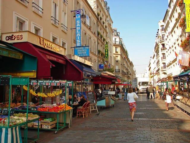 Vista da Rue Cler em Paris
