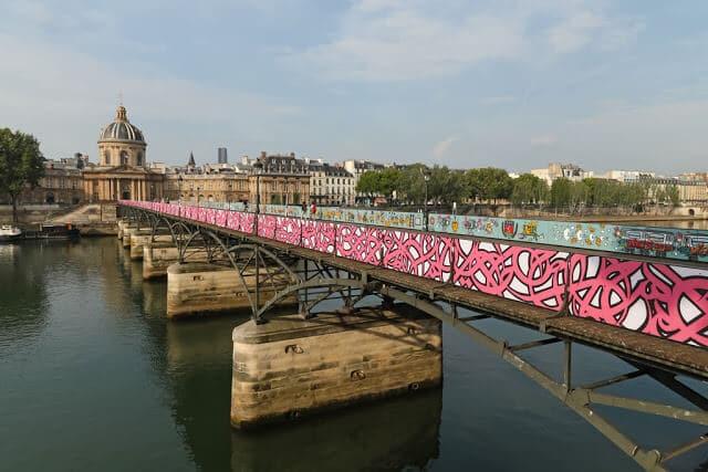 Vista da Pont des Arts em Paris após reforma