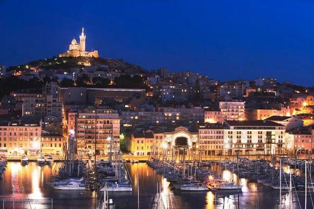 Porto de Marselha de noite